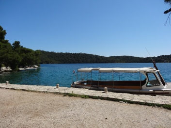 Lakeside dock on Mjlet