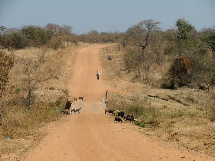 Road from Kalomo to Kafue